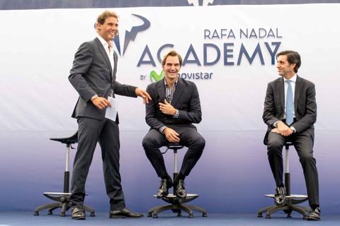 Federer nhan mon qua dac biet tu Nadal hinh anh 3