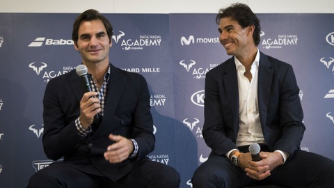 Federer nhan mon qua dac biet tu Nadal hinh anh 4