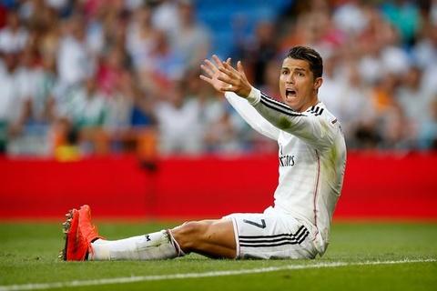 'Ronaldo da gian du truoc khi lap hat-trick' hinh anh