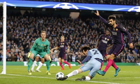 Messi mo ty so, Barca van thua nguoc 1-3 Man City hinh anh 14