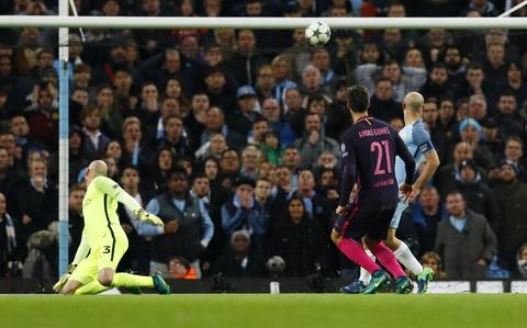 Messi mo ty so, Barca van thua nguoc 1-3 Man City hinh anh 11