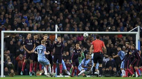 Messi mo ty so, Barca van thua nguoc 1-3 Man City hinh anh 10