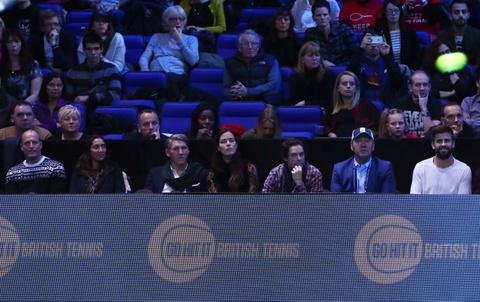Schweini va vo tinh tu du khan chung ket Murray vs Djokovic hinh anh 4