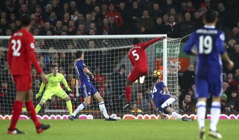 Diego Costa da hong phat den, Chelsea hoa Liverpool 1-1 hinh anh 3