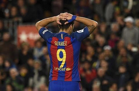 Messi lap cu dup ban thang va kien tao, Barca doi lai ngoi dau hinh anh 12