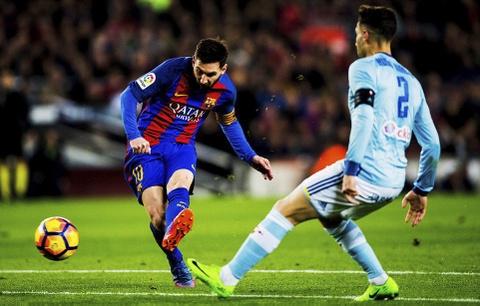 Messi lap cu dup ban thang va kien tao, Barca doi lai ngoi dau hinh anh 3