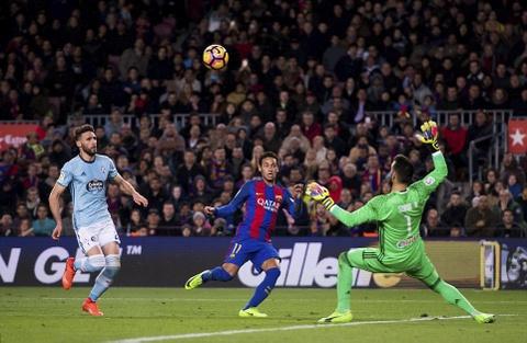 Messi lap cu dup ban thang va kien tao, Barca doi lai ngoi dau hinh anh 4