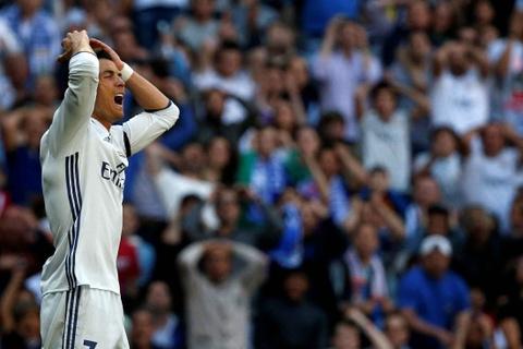 Ronaldo tiec nuoi vi ban thang bi can pha tren vach voi hinh anh 4