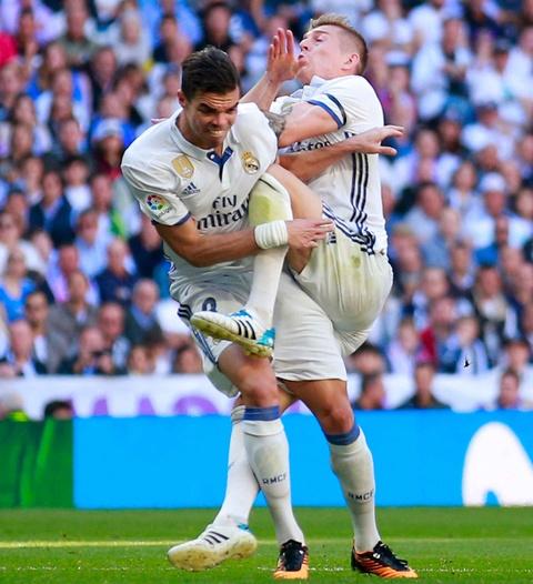 Ronaldo tiec nuoi vi ban thang bi can pha tren vach voi hinh anh 8