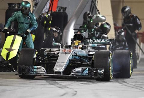 Hamilton bi phat, dang chuc vo dich vao tay Vettel hinh anh 5
