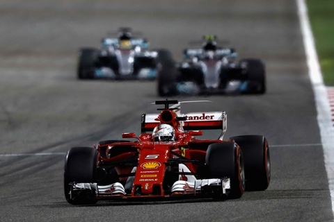 Hamilton bi phat, dang chuc vo dich vao tay Vettel hinh anh 6