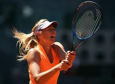 Video Sharapova nguoc dong thang tran ra quan Madrid Open hinh anh