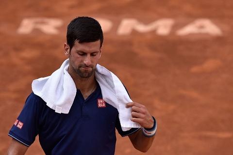 Video Murray thua soc, Djokovic thang nhoc tran ra quan Rome Masters hinh anh