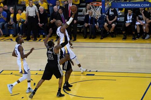 Thieu vang ngoi sao, Spurs bi Warriors de bep o game 2 hinh anh 10