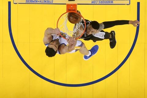 Thieu vang ngoi sao, Spurs bi Warriors de bep o game 2 hinh anh 9