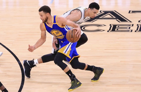 Video Warriors danh bai Spurs tren san khach o game 3 hinh anh
