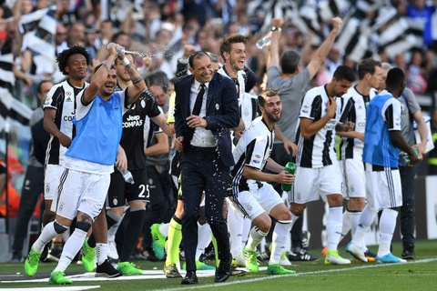 Juventus lap ky luc vo dich Serie A hinh anh 4