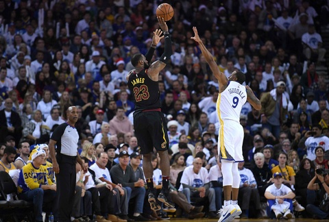 King James mo nhat, Cavaliers that bai truoc Warriors vang Curry hinh anh 4