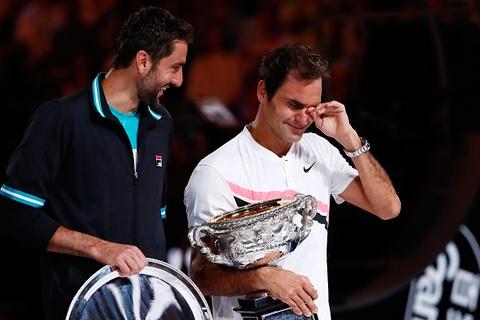 Federer dam nuoc mat tren buc nhan Grand Slam thu 20 hinh anh