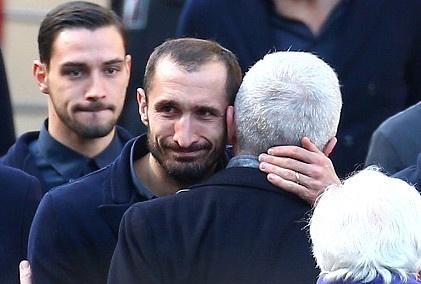 Hang nghin fan va cac sao Serie A tien dua cau thu xau so hinh anh