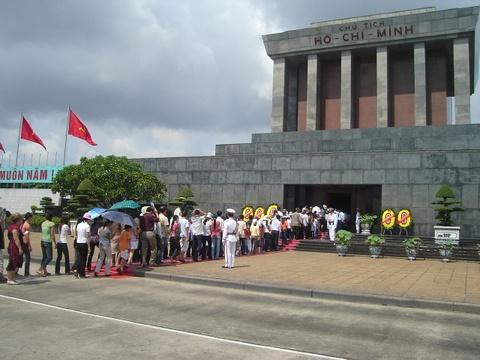 Tam dung to chuc vieng lang Chu tich Ho Chi Minh hinh anh