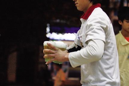 Phat hien viec ban bia cho phu nu cho con bu nhu the nao? hinh anh