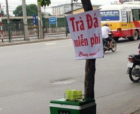 Cong an tich thu thung tra mien phi tren via he Ha Noi hinh anh