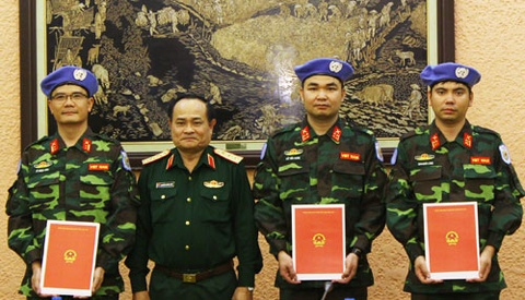 3 si quan Viet Nam sang Trung Phi lam nhiem vu hinh anh