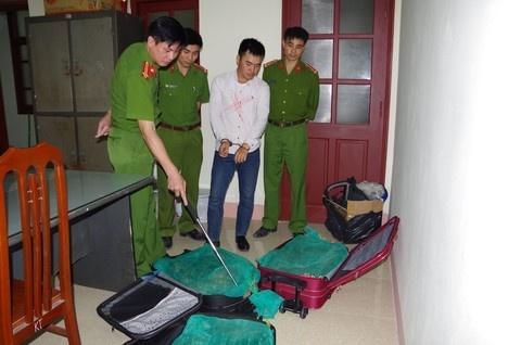 3 valy keo day ran ho mang van chuyen tu Sai Gon ra Ha Noi hinh anh
