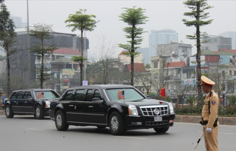 The Beast dua Tong thong Trump ra san bay ve nuoc hinh anh 7