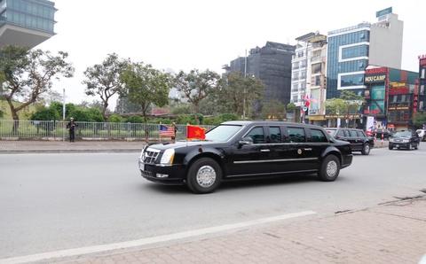 The Beast dua Tong thong Trump ra san bay ve nuoc hinh anh 2