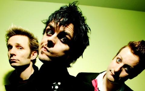 Cuoc chien bun dat cua Green Day va fan hinh anh