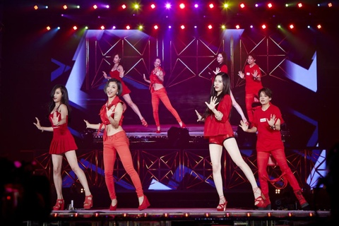 'SM Town: The Stage' he lo hau truong concert lon nhat Kpop hinh anh