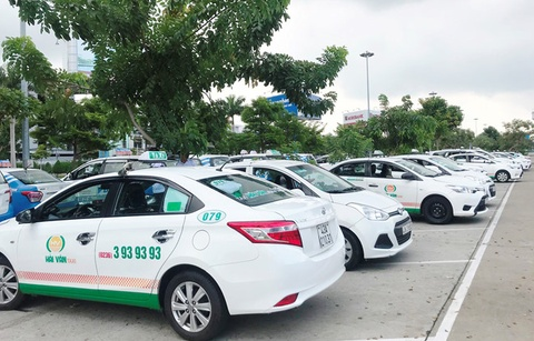 Bo GTVT de nghi Ha Noi khong quy dinh 'khoac dong phuc' cho taxi hinh anh