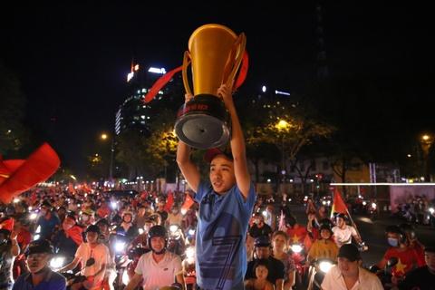 Gia đình cầu thủ đổ về Hà Nội xem chung kết, dự kiến đi bão xuyên đêm