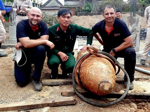 Chuyen gia Australia ke chuyen thao qua bom 330 kg o Quang Binh hinh anh 3
