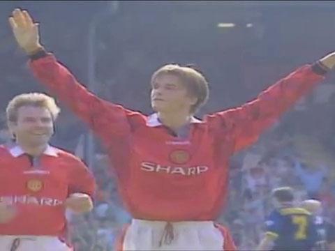 Ban thang cua Beckham vao luoi Wimbledon nam 1996 hinh anh