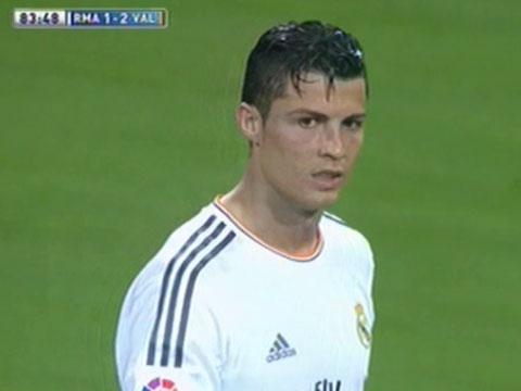 Ronaldo noi khung voi pha bong ca nhan cua Alvaro Morata hinh anh