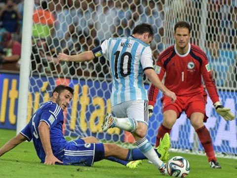 Messi solo an tuong nhat loat dau vong bang World Cup hinh anh