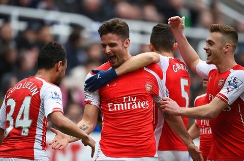 Arsenal vat va vuot qua Newcastle nho cu dup cua Giroud hinh anh