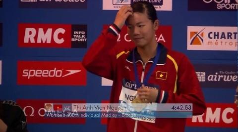Video phan thi 400 m hon hop cua Anh Vien o Cup the gioi hinh anh