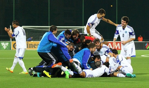 DT San Marino an mung ban thang sau 14 nam tren san khach hinh anh