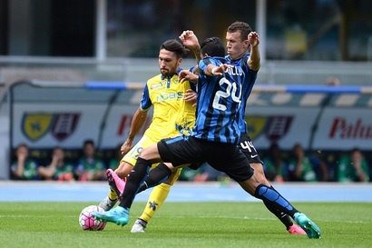 Inter Milan co chien thang thu 4 lien tiep tai Serie A hinh anh