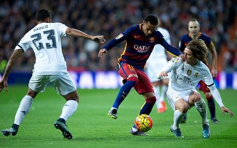 Man trinh dien cua Neymar khien cau thu Real nong mat hinh anh