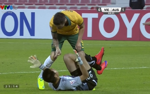 Nhung pha bong tho bao o tran U23 Viet Nam - Australia hinh anh