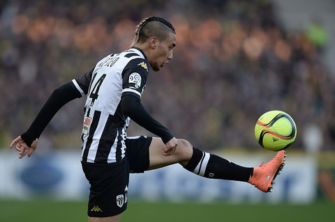 Cau thu goc Lao solo ghi ban tu giua san tai Ligue 1 hinh anh