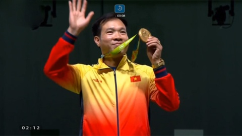 Khoanh khac nhan HCV Olympic lich su cua Hoang Xuan Vinh hinh anh