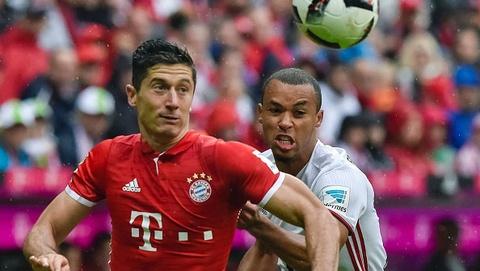 Lewandowski ghi ban giup Bayern nguoc dong truoc Ingolstadt hinh anh