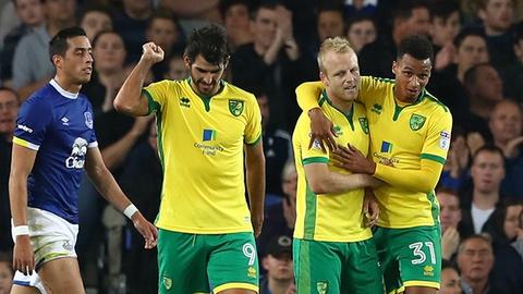 Everton bat ngo bi Norwich City loai khoi League Cup hinh anh