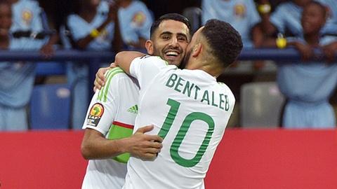 Riyad Mahrez ghi ban dep mat giup Algeria cam hoa Zimbabwe hinh anh